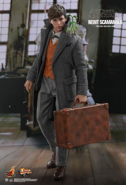 Hot Toys MMS512 Fantastic Beasts: The Crimes Of Grindelwald Newt Scamander 1/6 Scale Figure